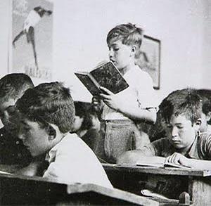 Capítulo VIII, en el que aparecen una escuela…